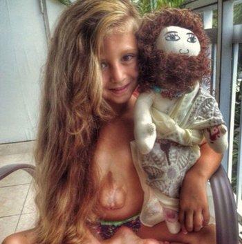 La historia de la niña que nació con el corazón fuera del pecho