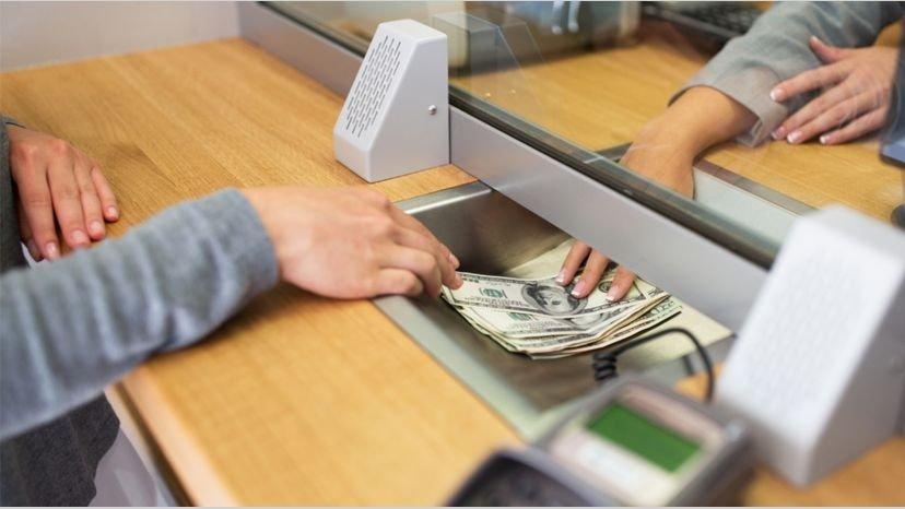 El dólar cedió 5 centavos y cerró a $63,21 para la venta
